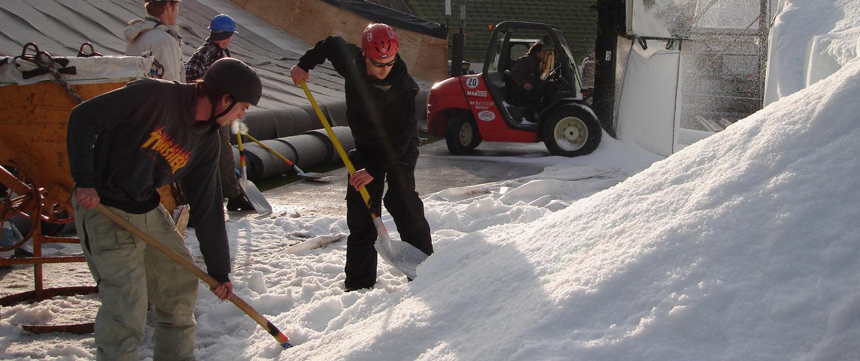 snow+promotion vertreibt hochwertige Schneeschaufeln zur optimalen Bearbeitung von Schnee